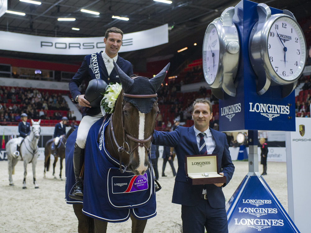 Romain Duguet and Quorida de Treho won the Longines FEI World Cup Jumping Western European League leg at Helsinki (FIN) for the second year in a row today. The Swiss rider is pictured being presented with his winner's watch by Casper Gebeke, Longines Brand Manager Finland. (FEI/Satu Pirinen)